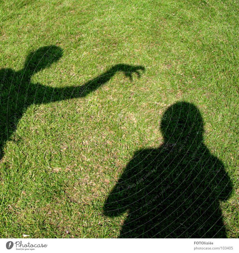 gefährliches schattenspiel Mensch Hand grün schwarz Gras Finger bedrohlich fangen Köln Krallen Mörder Schattenspiel