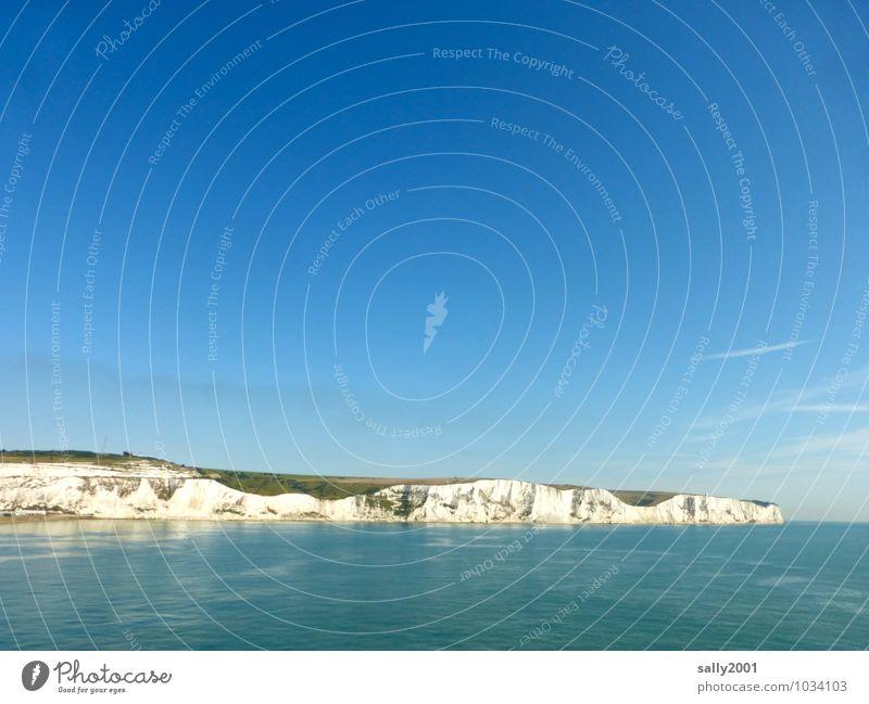 England is approaching... Landschaft Himmel Wolkenloser Himmel Sommer Schönes Wetter Felsen Küste Meer Ärmelkanal Klippe Dover Großbritannien Bekanntheit Ferne