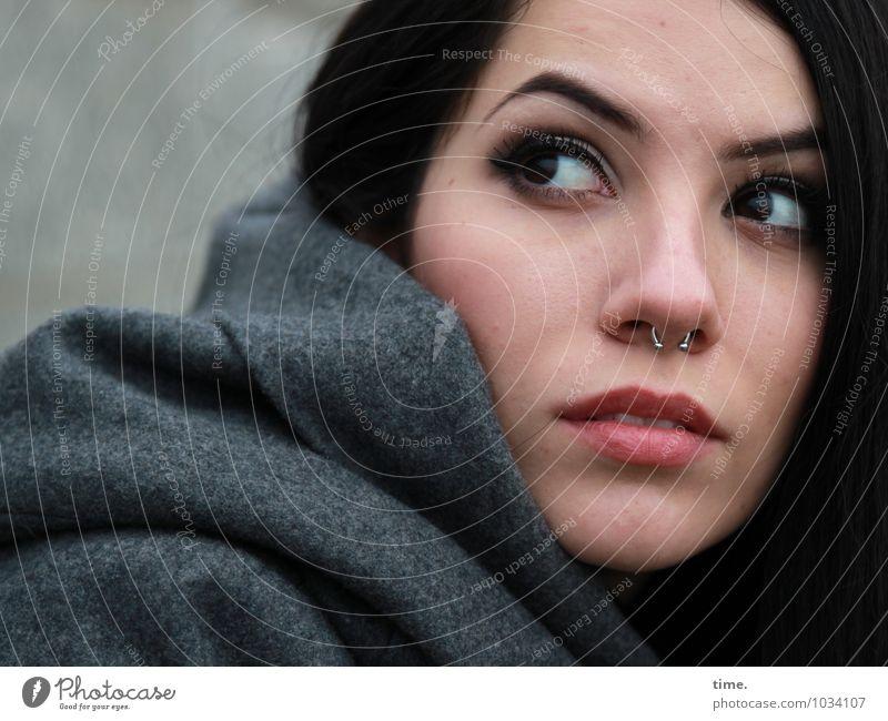 . Mensch Jugendliche schön Junge Frau Leben feminin ästhetisch beobachten Neugier geheimnisvoll Überraschung Wachsamkeit Irritation langhaarig selbstbewußt