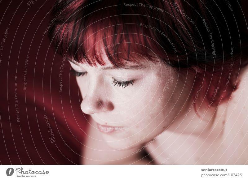 A short red moment Frau schön rot schwarz Gesicht Auge Mund Haut Nase schlafen