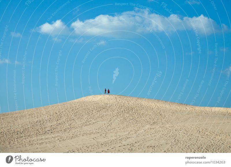 mal ne Runde um den Block Mensch Ferien & Urlaub & Reisen blau Sommer Sonne Ferne Freiheit gehen Sand Paar stehen Aussicht Ausflug Spaziergang Spuren Wüste