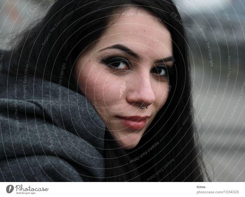 . Mensch Jugendliche schön Junge Frau Leben feminin außergewöhnlich Zufriedenheit warten Lächeln Lebensfreude beobachten geheimnisvoll Gelassenheit Vertrauen