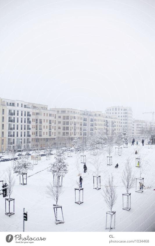 schneetreiben Mensch Himmel Natur Stadt Baum Landschaft Haus Winter kalt Umwelt Leben Architektur Schnee Spielen Menschengruppe Schneefall