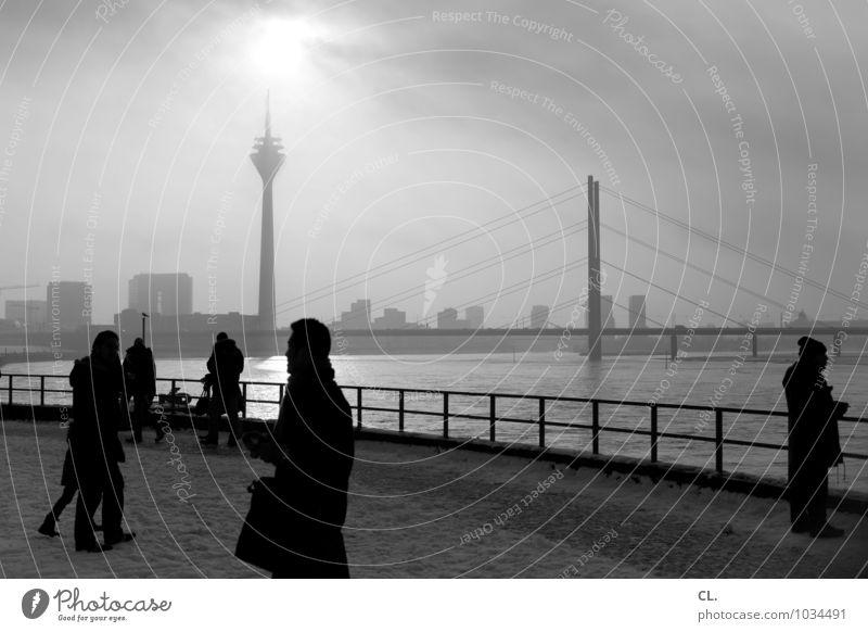 burgplatz Städtereise Mensch Frau Erwachsene Mann Leben Menschengruppe Menschenmenge Himmel Wolken Herbst Winter Wetter Schönes Wetter Fluss Rhein Düsseldorf