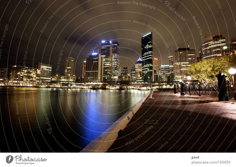 Sydney Wasser blau Stadt Farbe Hochhaus Hafen Skyline Nacht Anlegestelle Australien Nachtaufnahme Wasserspiegelung