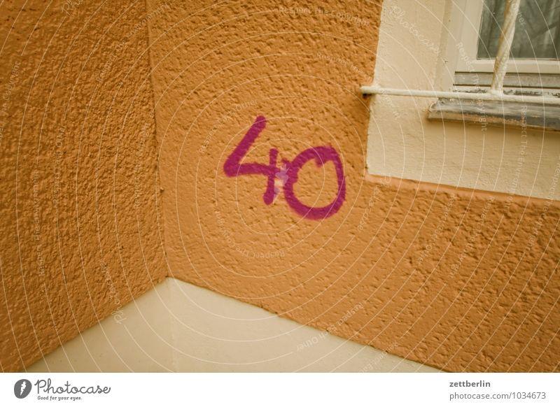 40 Berlin beschmiert Ecke Fassade Herbst Ziffern & Zahlen runder geburtstag schreiben Schriftzeichen Stadt Stadtleben Vandalismus Vorstadt Winter Jubiläum