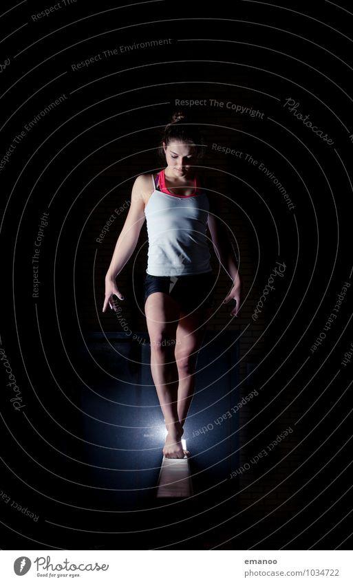 to strike a pose Mensch Frau Jugendliche Junge Frau Erwachsene feminin Stil Sport Lifestyle elegant Kraft Körper stehen Erfolg Fitness Körperhaltung