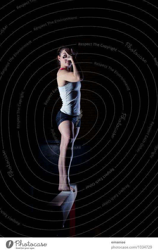to strike a pose 2 Mensch Frau Jugendliche Junge Frau ruhig Freude dunkel Erwachsene feminin Stil Sport Lifestyle Zufriedenheit Kraft Körper stehen