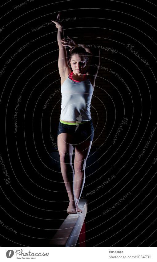 Das Mädchen auf 10cm Mensch Jugendliche Junge Frau Freude Leben feminin Stil Sport Lifestyle Zufriedenheit elegant Körper stehen Fitness einzigartig