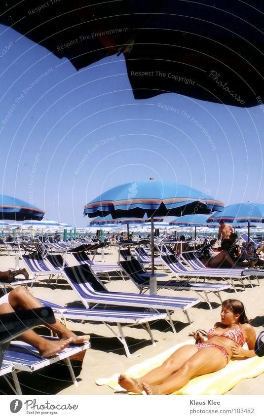 MY MISSED DAY IN VENICE :::: Sommer Ferne transpirieren Physik heiß himmlisch Italien Frau fremd Rimini Meer Wellen grimmig Schwimmhilfe rot Sonnenschirm