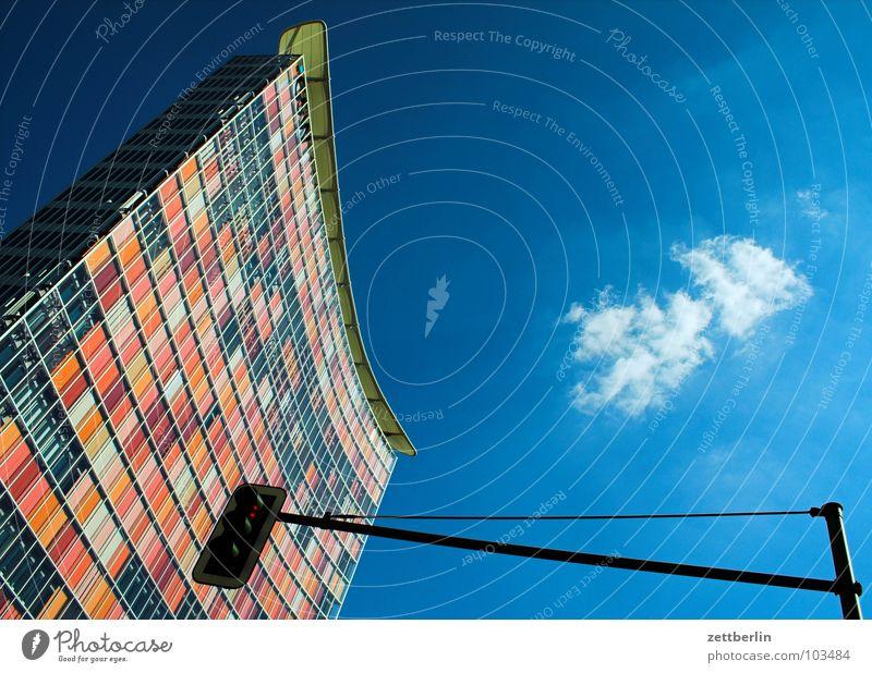 Squash Himmel grün rot Wolken Haus gelb Berlin Gebäude Fassade modern Hochhaus Energiewirtschaft Ampel innovativ himmelblau