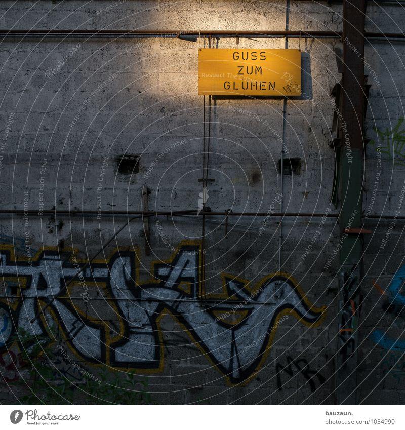 oben rechts. gelb Wand Graffiti Mauer glänzend Arbeit & Erwerbstätigkeit leuchten Schilder & Markierungen Schriftzeichen gefährlich Hinweisschild Schutz
