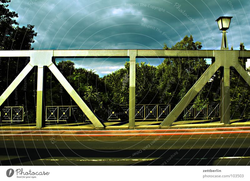 Tatort Wolken dunkel Brücke Gewitter Tatort