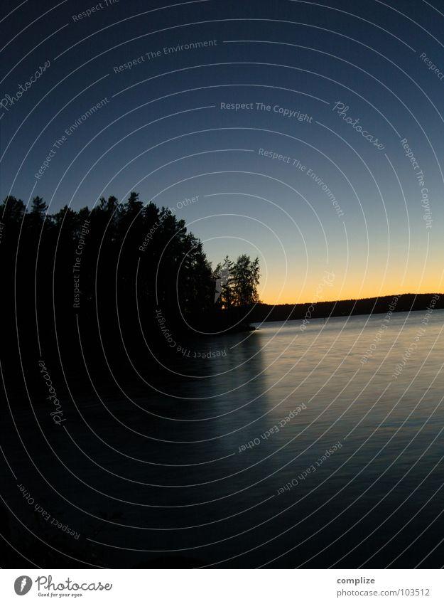 2 uhr morgens Natur Wasser Baum blau Sommer gelb See Wellen Küste Horizont Insel Finnland Skandinavien Sommersonnenwende Tampere