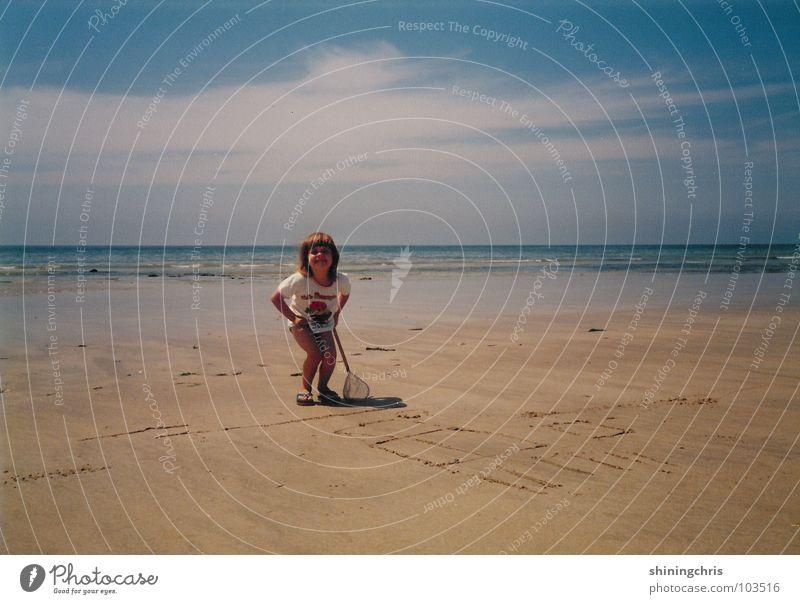i'm just a happy kid Kind Mädchen Himmel Meer Strand Frankreich Fischernetz