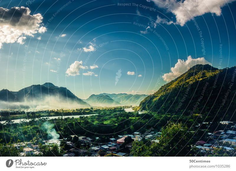 Eine Stadt im Amazonas Natur blau Pflanze grün Sommer ruhig Ferne Wald Berge u. Gebirge Umwelt natürlich Stil Freiheit Tourismus Ausflug Abenteuer