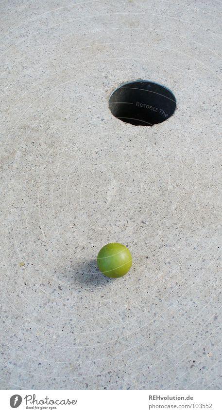 Zielvorgabe nicht erreicht! Minigolf Golfball Spielen Sommer grau Freizeit & Hobby rund Sportveranstaltung Erfolg verlieren Verlierer schreiben Abschlag zielen