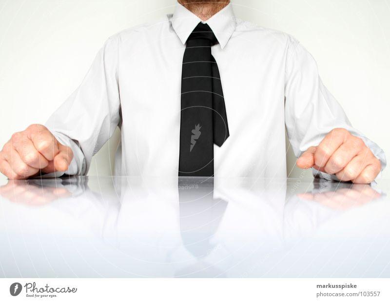 ich bin der chef, is klar Sitzung Brainstorming geschäftlich Krawatte Hemd Geschäftsleute Aktien Sauberkeit sehr wenige Reflexion & Spiegelung Hand Faust