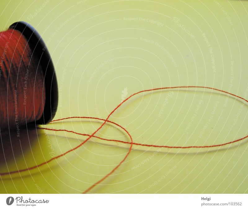 der rote Faden... rot schwarz gelb dünn lang Rolle Nähgarn Entertainment Haushalt rollen Nadel Nähen gekrümmt Naht binden Schneider