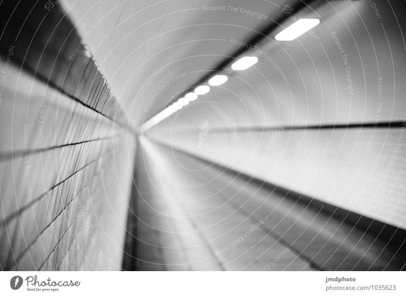 Fluchtpunkt Antwerpen Tunnel leuchten dunkel Ferne gruselig kalt rund trist unten Stadt schwarz weiß Tunnelblick Tunnelbeleuchtung Leuchtstoffröhre