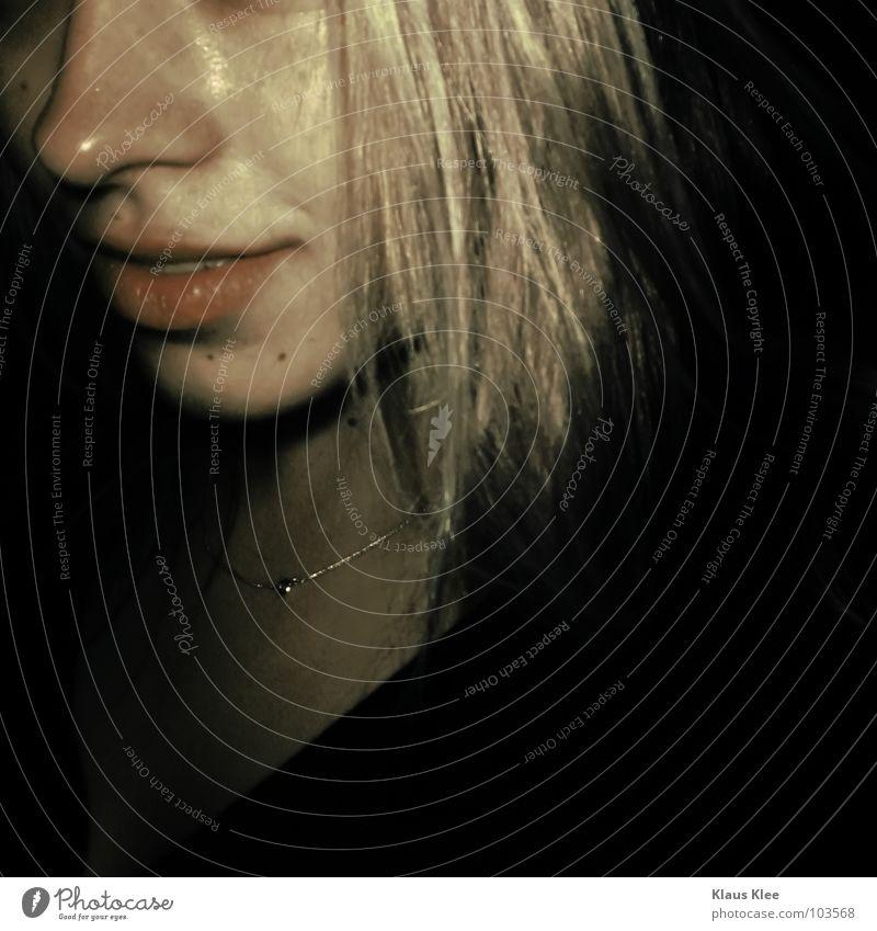 TO DANCE IN THE DARK : Frau Unterhose Hand Kreisel Muster schön dunkel Rauschmittel spät schmollen schwarz mystisch berühren Müll blond kaputt Absturz gesucht