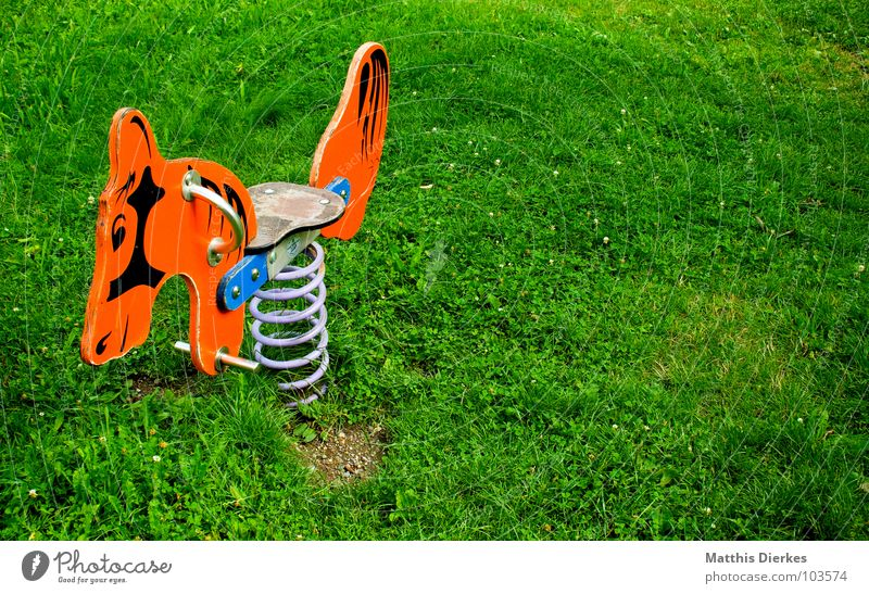 SPIELPLATZ | PLAYGROUND alt grün Sommer Freude Wiese Spielen Freiheit Holz Sand Park Kindheit Zufriedenheit Freizeit & Hobby Zeit Zusammensein Platz