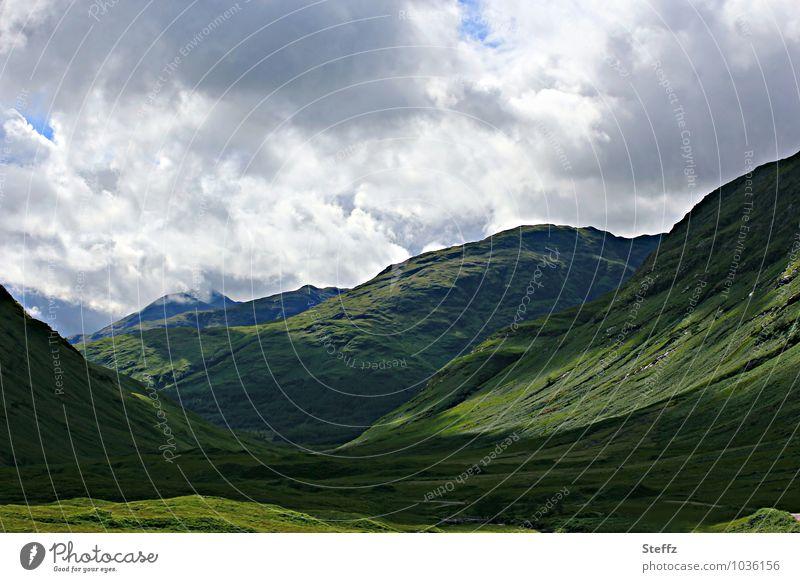 das grüne Tal in Schottland Sommer in Schottland schottischer Sommer nordische Natur unheimliche Stille nordische Romantik schottische Natur Einsamkeit Hügel