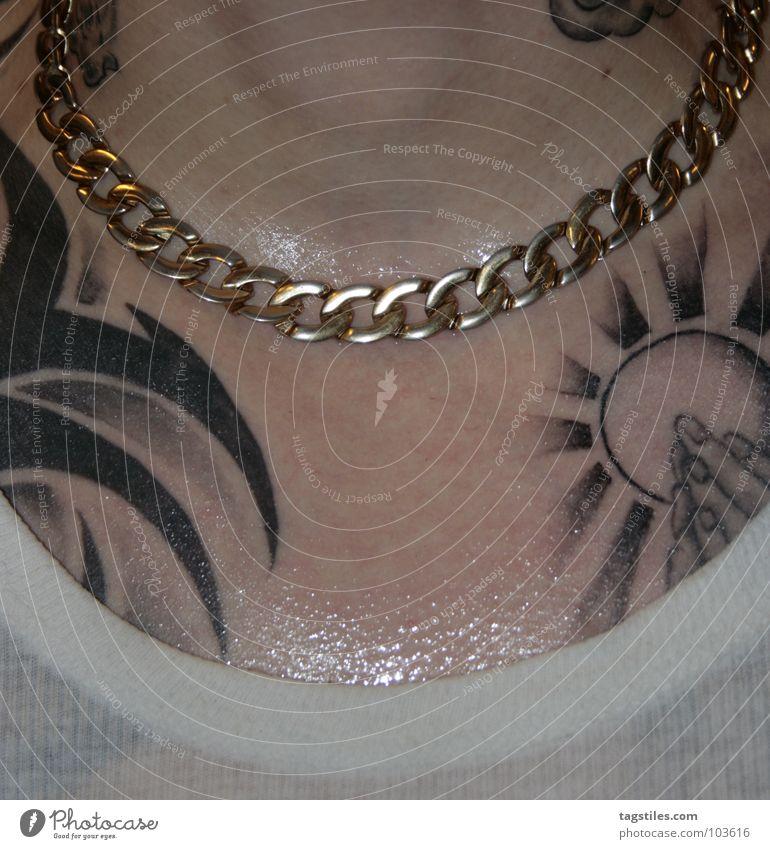 POWER Schweiß Goldkette nass transpirieren tätowiert Mann Gebet Hand durchsichtig Club Kraft Haut Kette gold verschwitzt Tattoo Typ tagstiles T-Shirt Hals