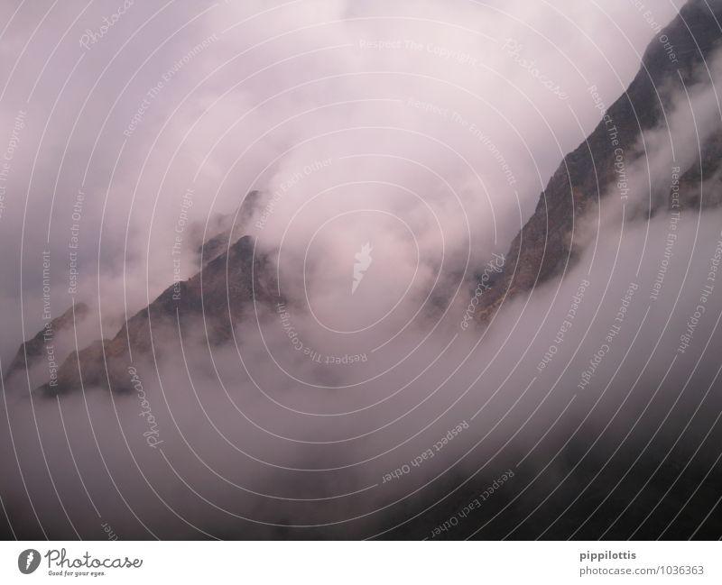 Nebelberge Landschaft Wolken Ferne dunkel Berge u. Gebirge Freiheit oben träumen Angst frei gefährlich Abenteuer Neugier Unendlichkeit geheimnisvoll