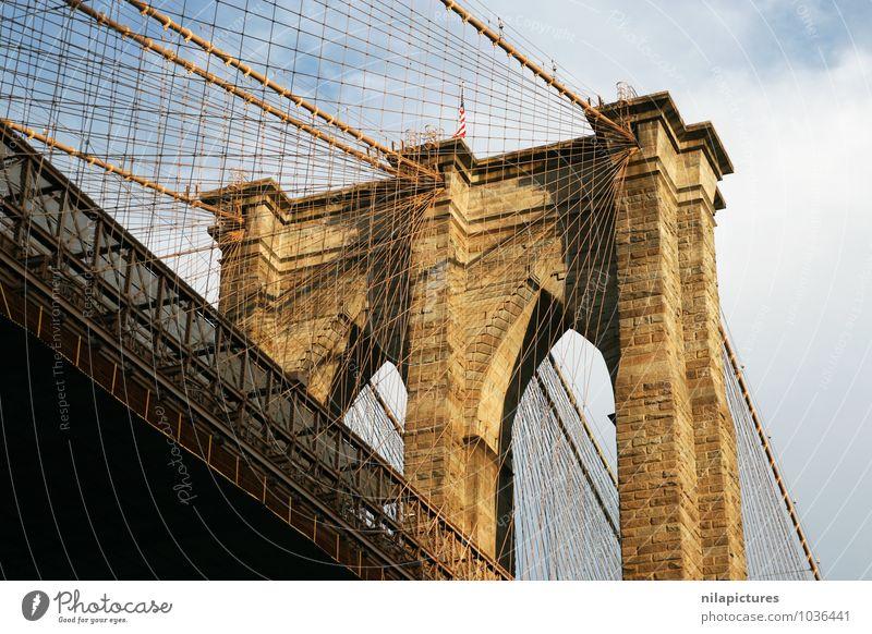Brooklyn Bridge Ferien & Urlaub & Reisen Sightseeing Städtereise Stadt Skyline Brücke Gebäude Architektur Sehenswürdigkeit Wahrzeichen Denkmal Straße PKW Stein