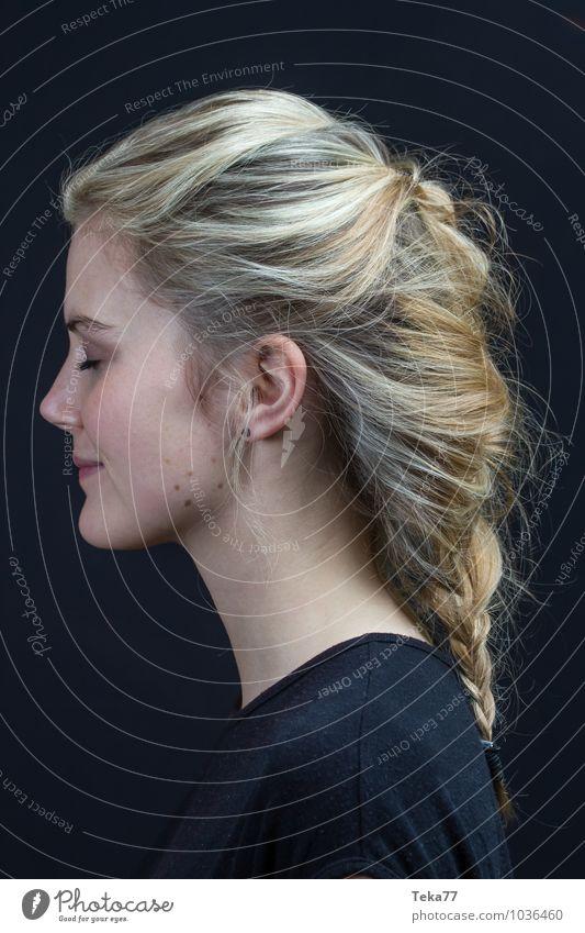 Moment II Lifestyle Stil Sommer Mensch Junge Frau Jugendliche Erwachsene 1 18-30 Jahre Mode blond Gefühle Zufriedenheit Lebensfreude Optimismus Erfolg Kraft