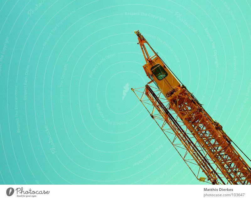 KRAN Kran Bauwagen Baustelle Bauarbeiter Arbeit & Erwerbstätigkeit Handwerk Handwerker Mechanik Arbeiter Bauleiter Konstruktion einrichten Strebe abstützen