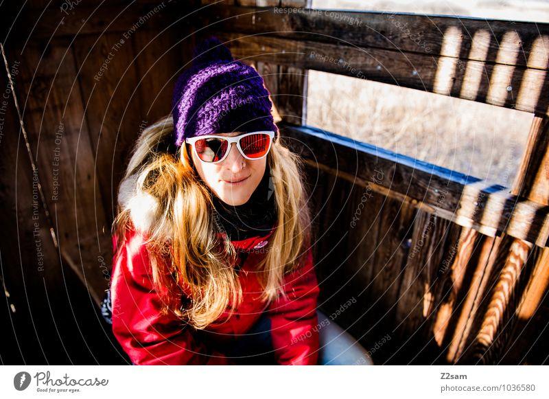 Auf der Pirsch Natur Ferien & Urlaub & Reisen Jugendliche Junge Frau Erholung Landschaft Winter 18-30 Jahre Erwachsene Umwelt feminin lachen Freizeit & Hobby