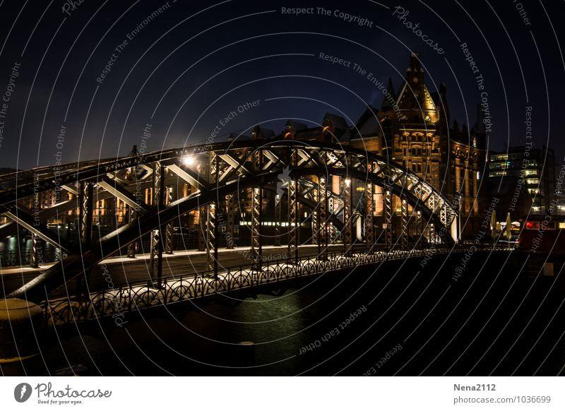 Brooksbrücke IV Stadt Hafenstadt Stadtzentrum Altstadt Brücke Mauer Wand Sehenswürdigkeit Wahrzeichen Denkmal dunkel kalt Hamburg Alte Speicherstadt Stahlbrücke