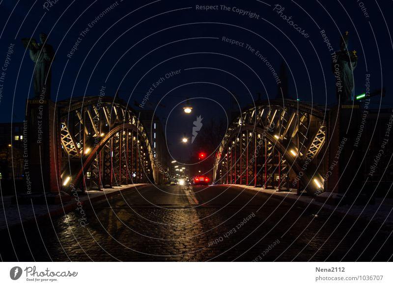 Brooksbrücke III Hamburg Hamburger Hafen Alte Speicherstadt Stadt Hafenstadt Menschenleer Brücke Bauwerk Architektur Sehenswürdigkeit Verkehr Straße PKW dunkel