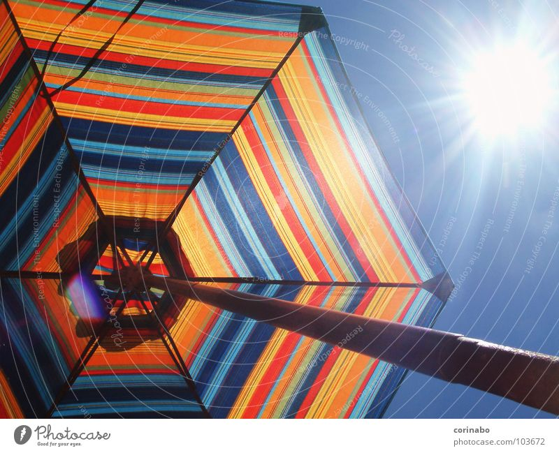 Summertime Himmel Sonne blau Sommer Freude Strand Ferien & Urlaub & Reisen Farbe hell Beleuchtung Sonnenschirm Wetterschutz