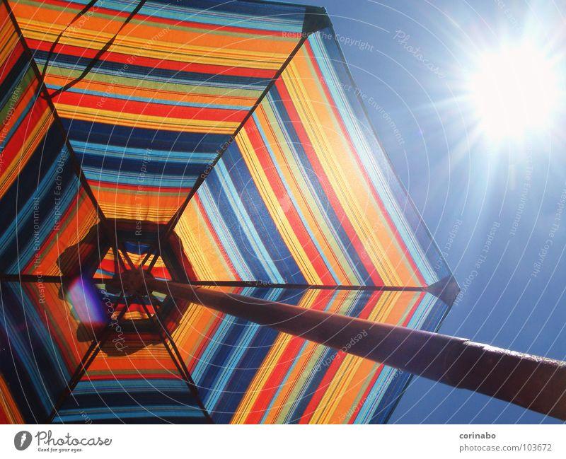 Summertime Sonnenschirm mehrfarbig Sommer Ferien & Urlaub & Reisen Strand Sonnenstrahlen Freude Farbe Himmel blau hell beachlife Beleuchtung leuchten