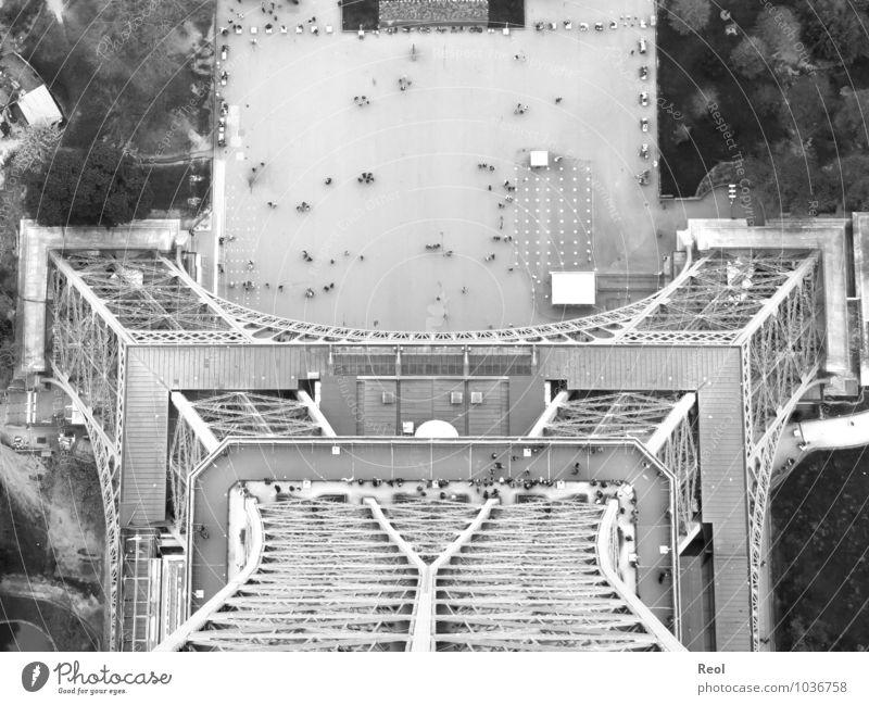 Hoch oben Stadt weiß schwarz Architektur Gebäude grau Menschengruppe Metall hoch groß Europa Unendlichkeit Bauwerk entdecken Denkmal Hauptstadt