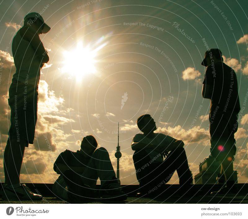 Jahrassic Soundbwoyz outta Berlin Himmel Jugendliche blau weiß Sonne Wolken schwarz dunkel Graffiti springen Lampe Musik Kunst 2