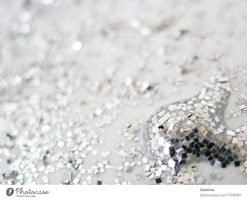 SilberTropf harmonisch ruhig Wasser Wassertropfen Discokugel Metall Kristalle glänzend träumen Flüssigkeit silber weiß ästhetisch Zufriedenheit innovativ