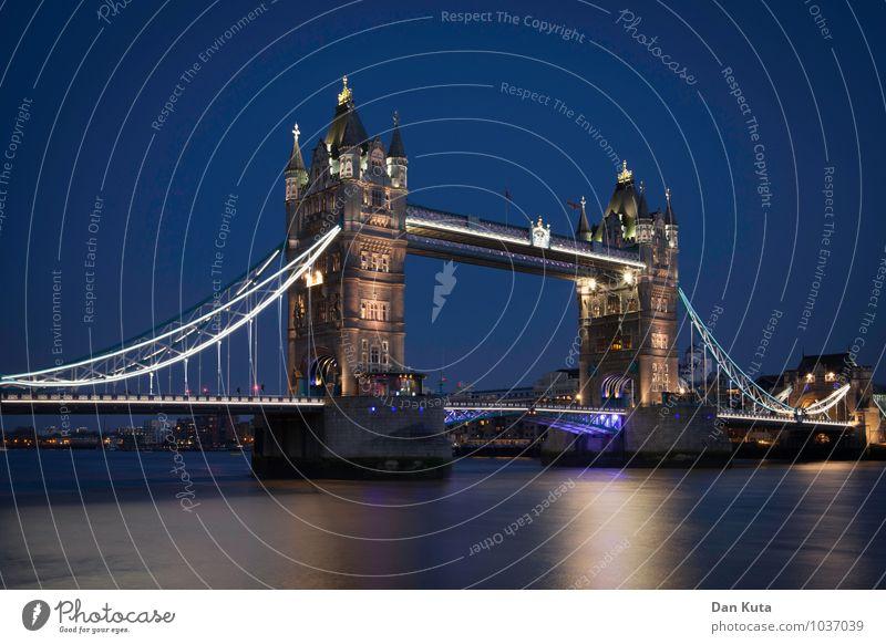 3 a.m. Eternal London Großbritannien Hauptstadt Menschenleer Brücke Sehenswürdigkeit Wahrzeichen Denkmal Tower Bridge alt authentisch außergewöhnlich historisch