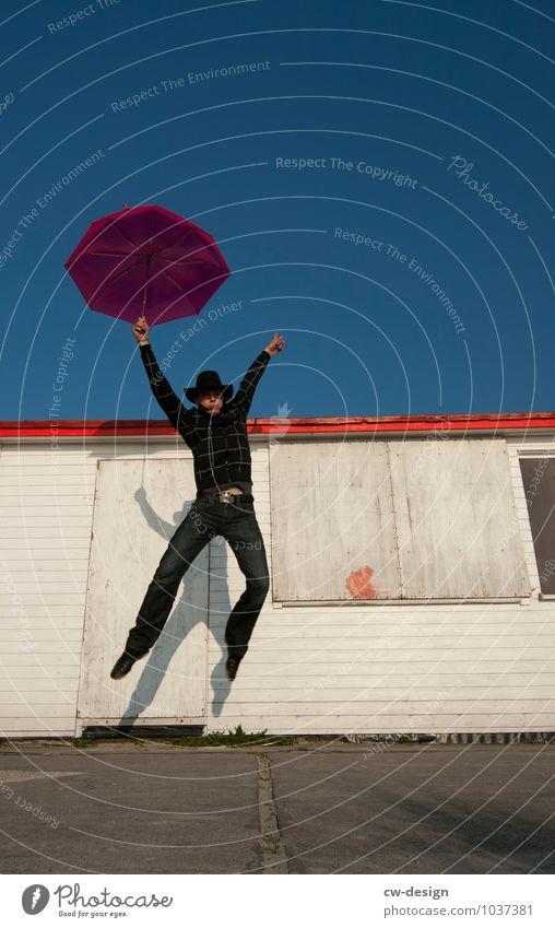 998 Freudensprünge Lifestyle elegant Stil Design Glück Freizeit & Hobby Spielen Mensch maskulin Jugendliche Leben 1 Sonnenschirm Regenschirm springen trendy
