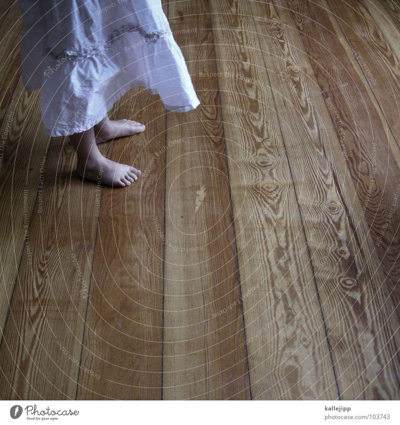 bretter die die welt bedeuten Kind Spielen drehen Bewegung Raum Wohnzimmer Show Kleid Barfuß Zehen Mädchen Bodenbelag Tanzfläche Holz weiß Tanzen tanzn Turnen
