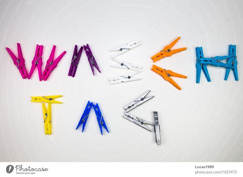 Waschtag Bekleidung Wäsche waschen Wäscheklammern Wäschekorb Haushaltsführung blau mehrfarbig gelb violett orange rosa silber weiß sauber Sauberkeit Farbfoto