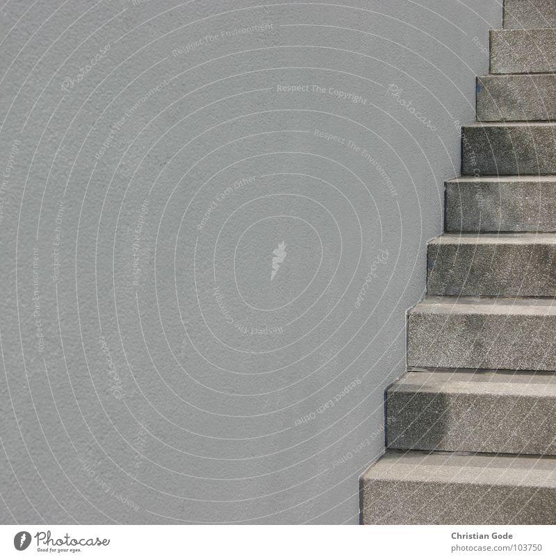 Immer an der Wand lang grau Hochhaus Beton Architektur Detailaufnahme Verkehrswege Treppe karg