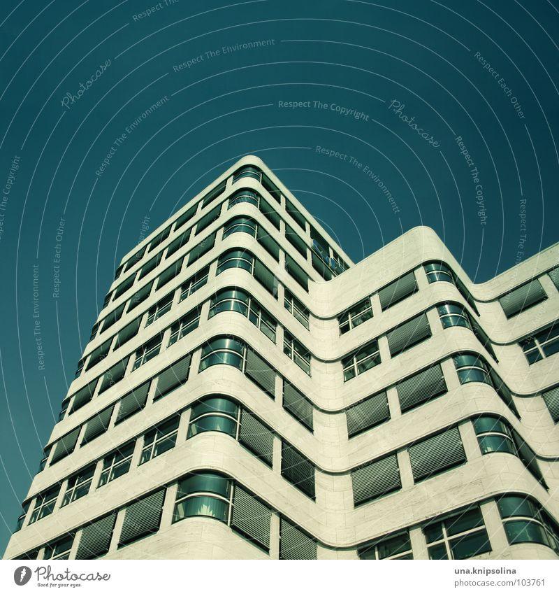 on the verge Haus Stadt Gebäude Architektur Fassade Fenster Schnur blau geschwungen Ecke streben Jalousie petrol Berlin Detailaufnahme
