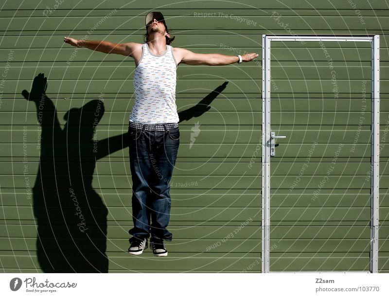 *AUFSTEIGEN* Mann Jugendliche grün Stil Körper Tür Schilder & Markierungen fliegen verrückt maskulin modern Coolness Jeanshose Brille Hütte Eingang