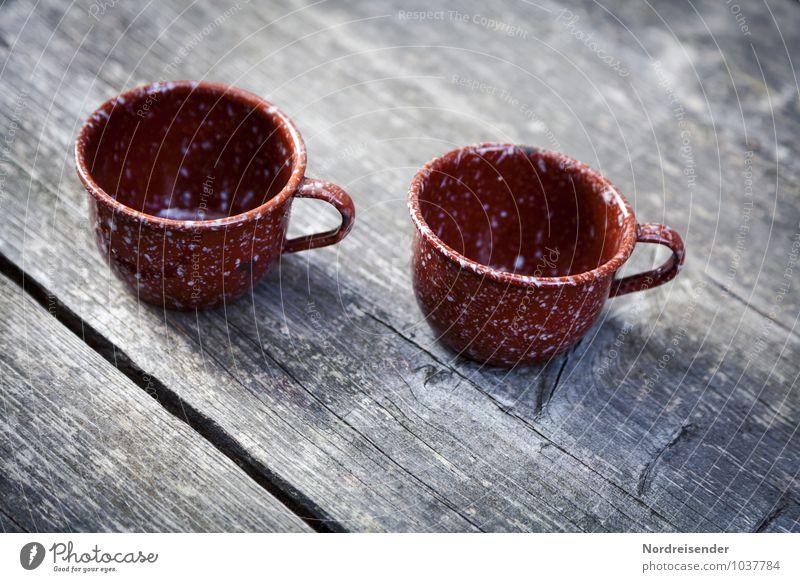 Retro | Blechnapf Getränk Kaffee Geschirr Tasse Becher Holz Metall alt Armut Kitsch Nostalgie sparsam Emaille retro Farbfoto Gedeckte Farben Menschenleer