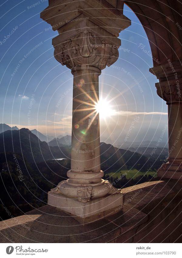 Kini´s Balkon I Sonne Sommer ruhig Berge u. Gebirge Stein verrückt Romantik Aussicht Burg oder Schloss Reichtum Denkmal Bayern Wahrzeichen Säule König
