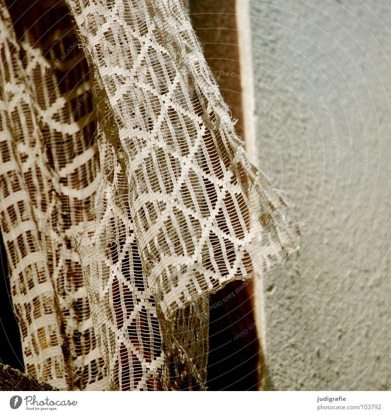Heimtextilien Gardine Fenster Demontage Ruine Haus Gebäude grau Wohnung Einfamilienhaus trist Beton lüften schwarz weiß Mauer Putz kaputt Fensterbrett